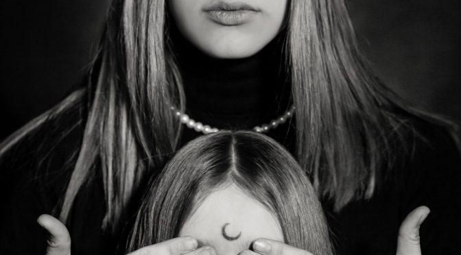 Matka mówi: Nikogo nie potrzebuję. Córka mówi: Nikomu nie jestem potrzebna. Emma Lange